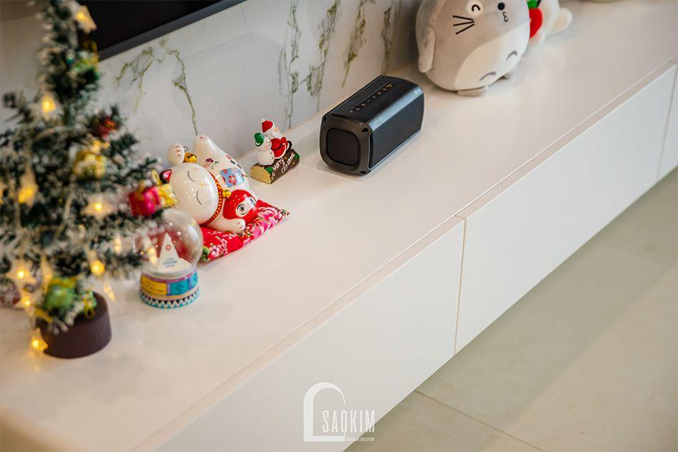 Thiết kế kệ tivi đơn giản, tiện nghi trong mẫu thiết kế nội thất nhà chung cư đẹp 80m2