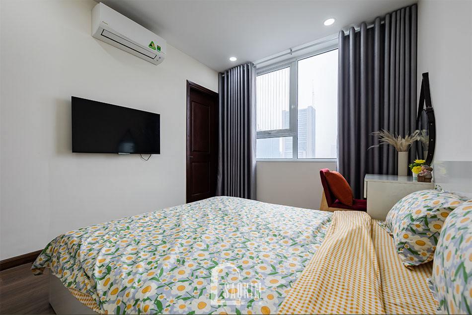 Không gian phòng ngủ tận dụng tối đa nguồn ánh sáng tự nhiên qua ô cửa sổ